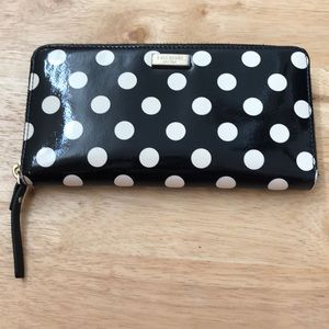 Kate Spade zip around wallet Black/White